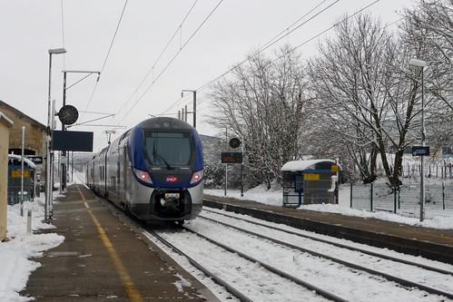 Régio 2N en gare de Cessieu