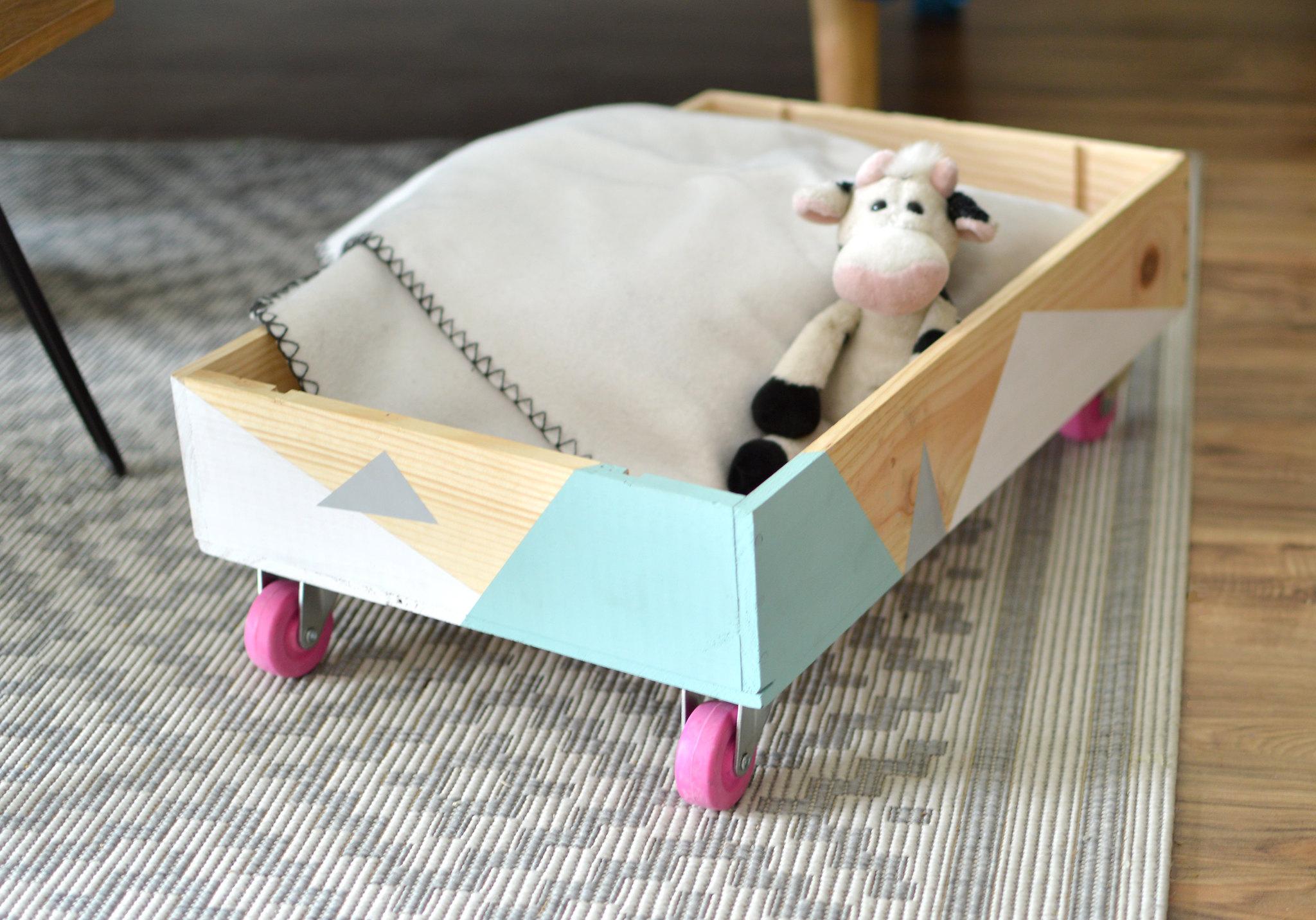 la caisse de rangement a roulettes les yeux en amande. Black Bedroom Furniture Sets. Home Design Ideas