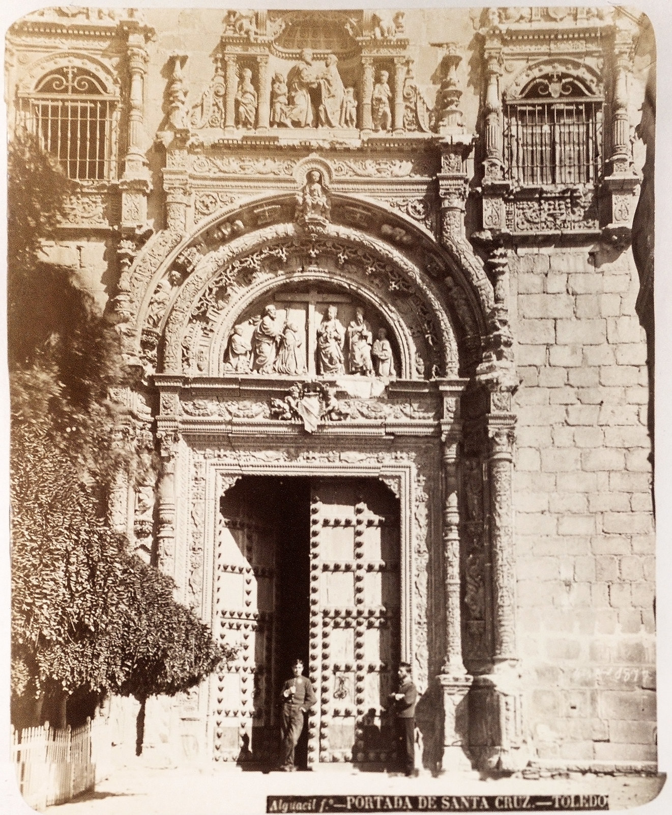 Hospital de Santa Cruz en Toledo hacia 1879. Álbum de la National Gallery con fotos de Casiano Alguacil.