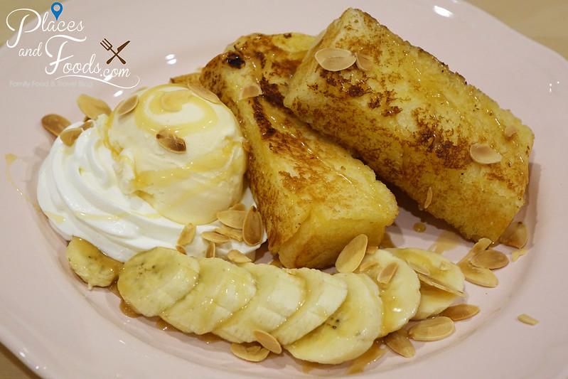 tip's bake house chidlom banana toast