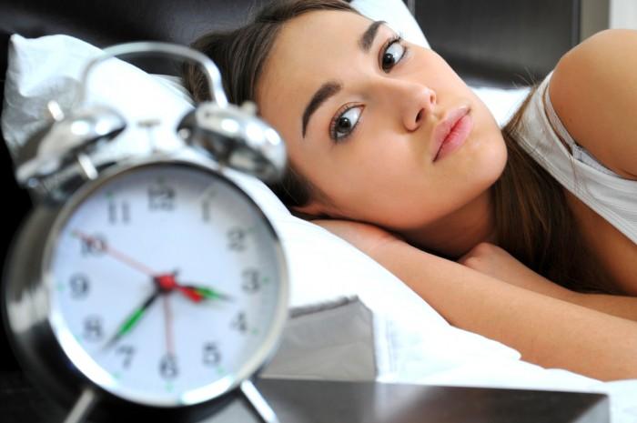 Có nên dùng thảo dược để trị chứng khó ngủ khi mang thai hay cho con bú?