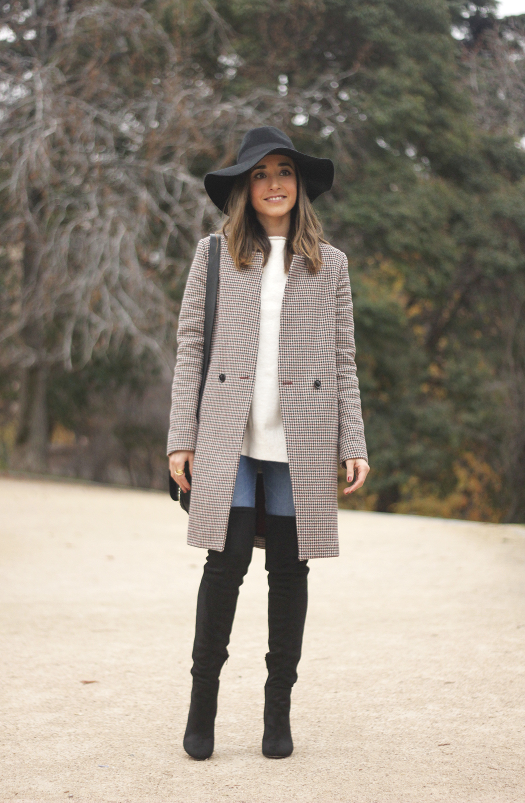 houndstooth coat, white sweater, over the knee boots, black hat, outfit, style, jeans05