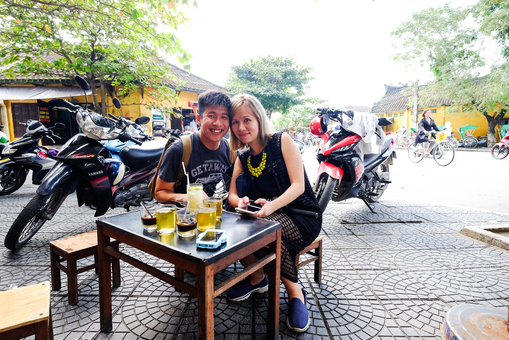 Hoi An Food Tour: Taking a break & taking picture with hubby at Banh It La Gai
