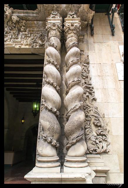 Columnas salomónicas de la portada principal