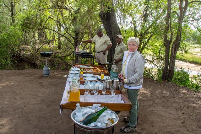 breakfast in bush