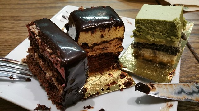 2015-Jan-5 Bakery Sate - 3 cakes, inside