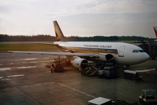 Singapore Airlines A310-222 9V-STM