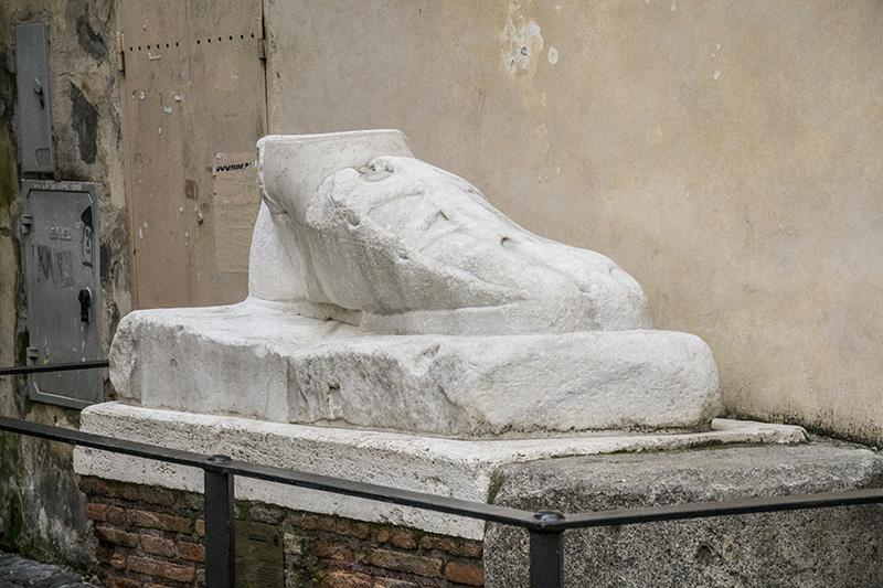 Rome Piede di marmo