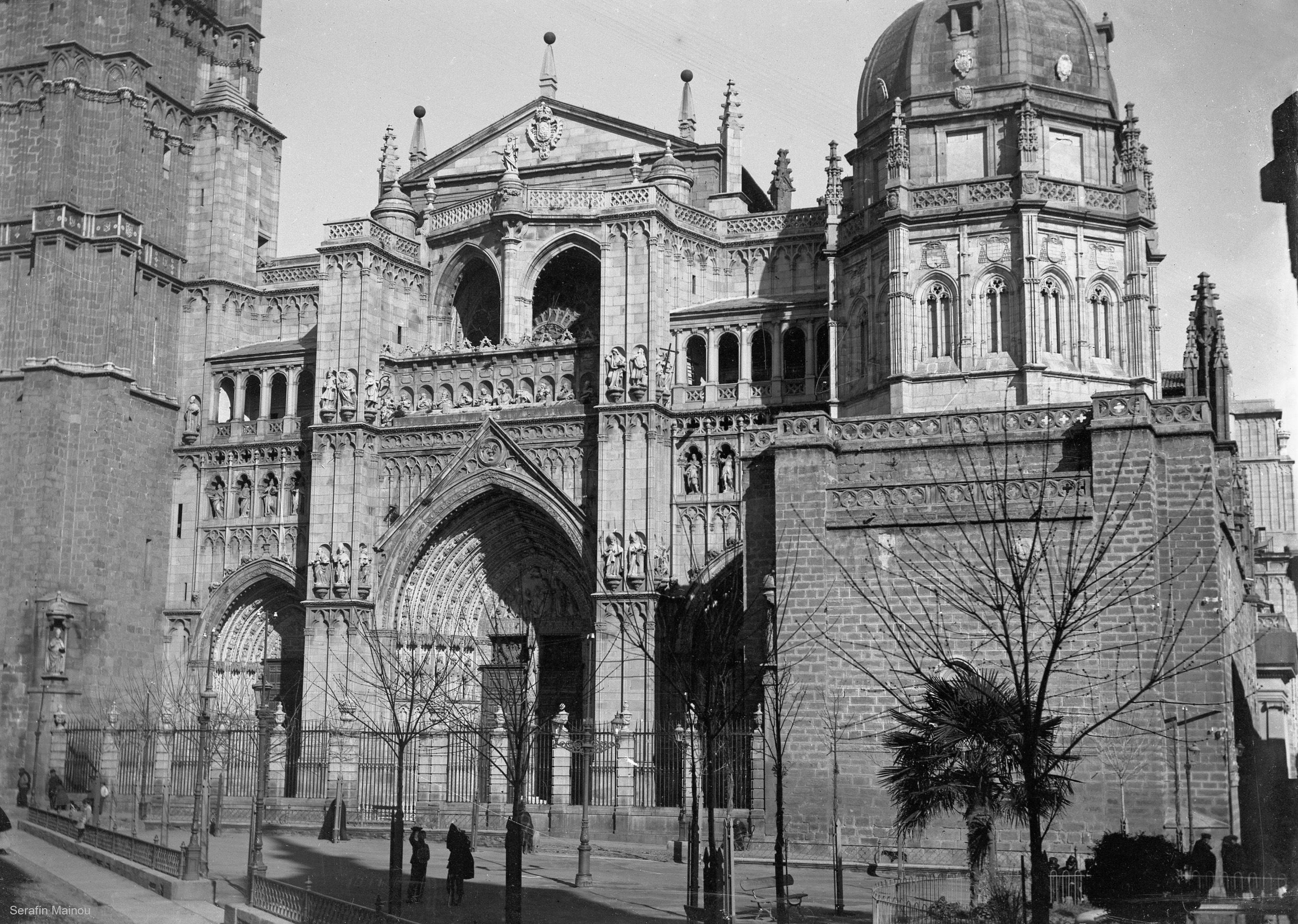 Catedral de Toledo y Plaza del Ayuntamiento hacia 1903. Fotografía de Serafín Mainou © Colección de Juan Modolell