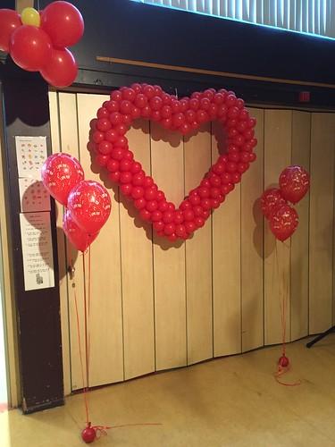 Tafeldecoratie Gronddecoratie 3ballonnen Valentijndisco C.B.S. De Bron Spijkenisse