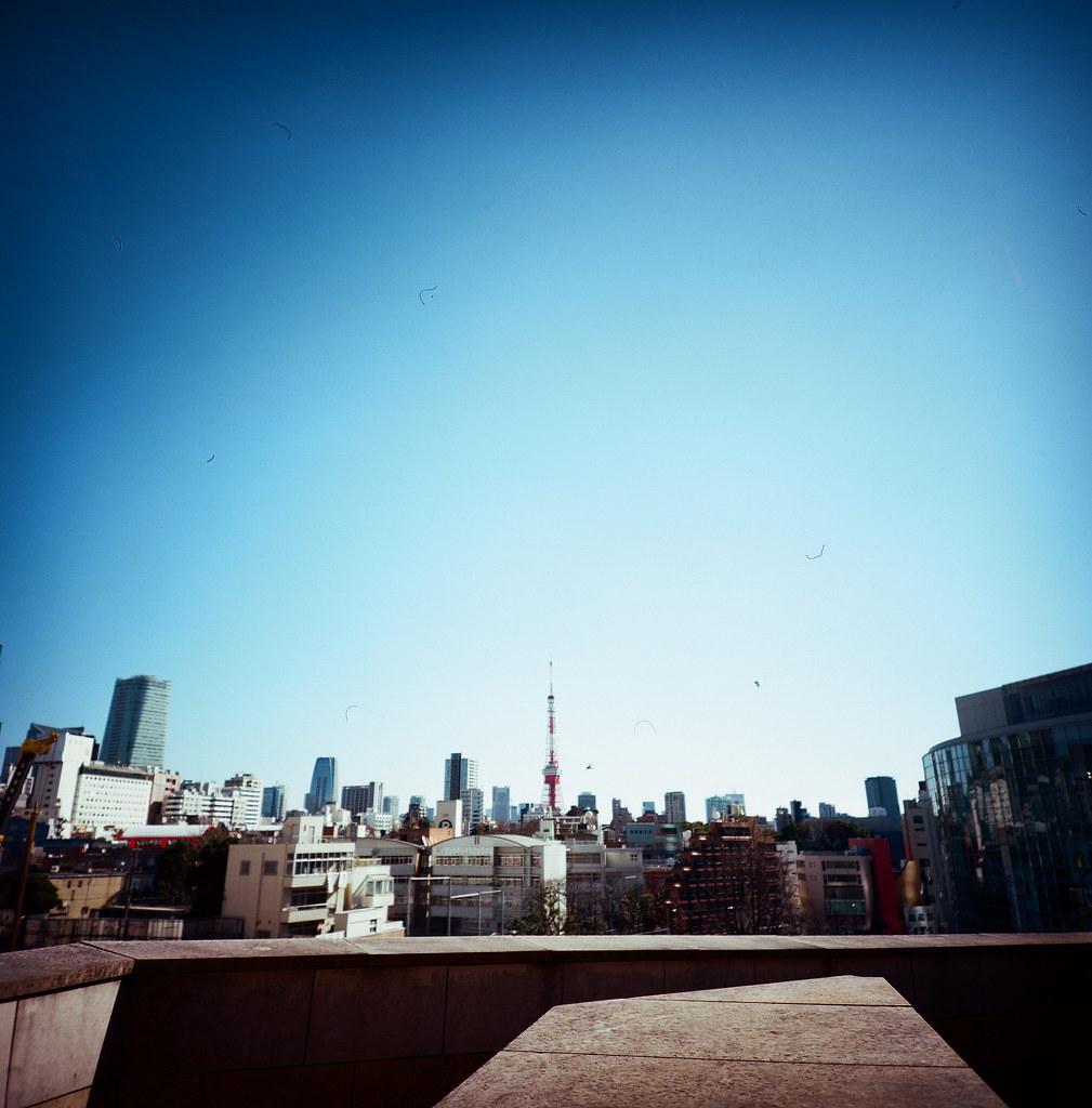 Roppongi Tokyo, Japan / Kodak Pro Ektar 100 / Lomo LCA 120 2016/02/07 在除夕那天我離開千葉,進入東京一趟,第一站就來到六本木之丘這裡拍蛛蛛和東京鐵塔。  Lomo LC-A 120 Kodak Pro Ektar 100 120 8282-0001 Photo by Toomore