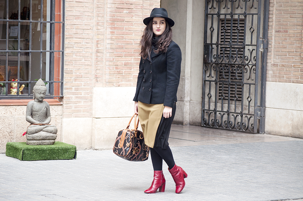 valencia fashion blogger VLC something fashion, style streetstyle winter bimbaylola red boots, fedora hat howtowear ralph lauren coat, amanda ramon blog de moda valenciana española, makeup beauty brunette