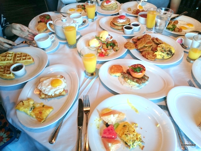 Breakfast at Savor Restaurant on the Norwegian Get away cruise ship