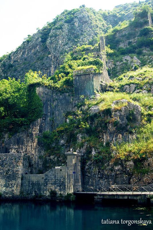 Стены над воротами Гурдич