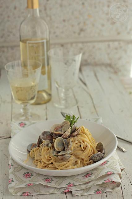 Espaguetis con almejas y vino blanco www.cocinandoentreolivos.com (2)