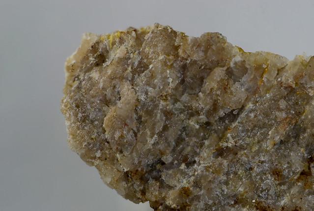 イットリウム飯盛石 Iimoriite-(Y)