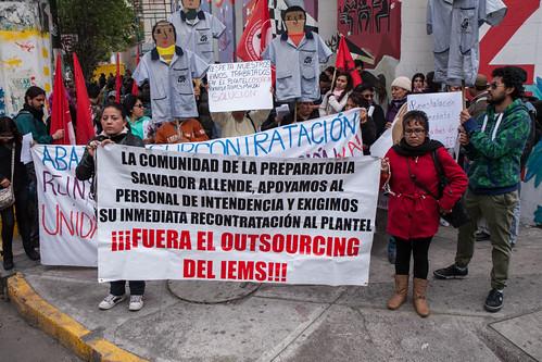 Trabajadoras de intendencia del IEMS exigen la reinstalación de sus puestos de trabajo frente a la Junta Local de Conciliación y Arbitraje | CIMACFoto: © César Martínez López