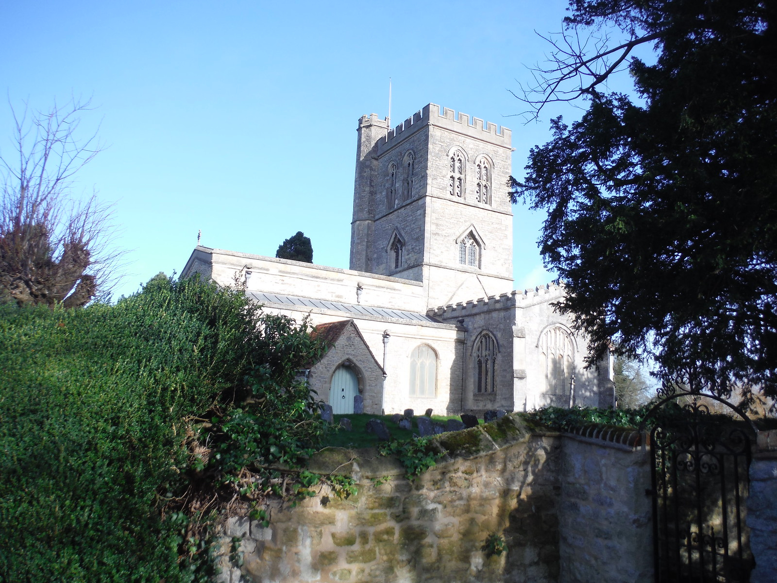 St. Mary the Virgin, Long Crendon SWC Walk 191 Haddenham Circular (via Brill)