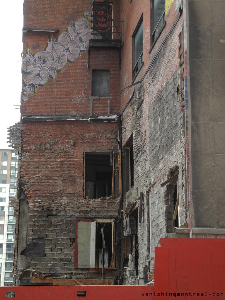 Demolition of old buildings on St-Antoine 6