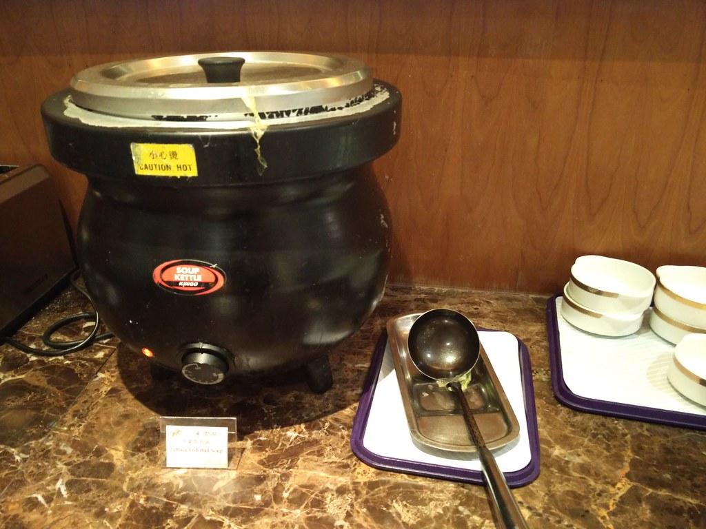 Lettuce fish ball soup