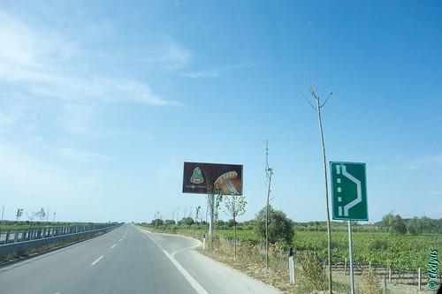 hoarding autoroute albania cartello vlora albanie shqipëri panneaupublicitaire vlorë vlorëdistrict συσσώρευση