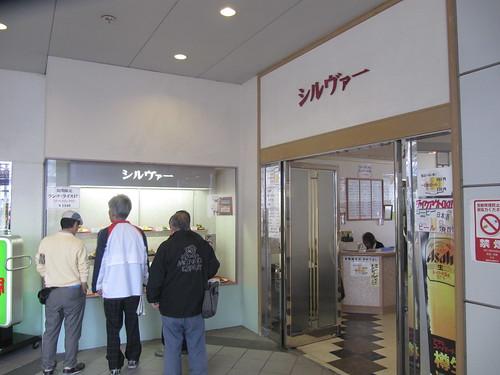 阪神競馬場のシルヴァー