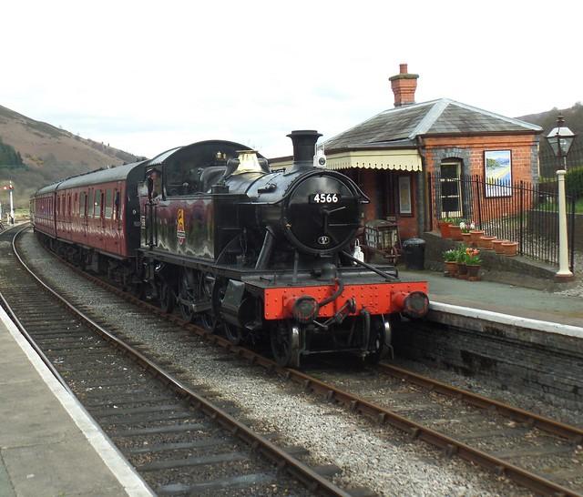 Ex GWR Prairie No 4566.