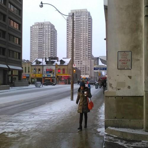 Looking west on Wellesley at Yonge #toronto #wellesley #wellesleystreet #yongestreet #ttc #winter