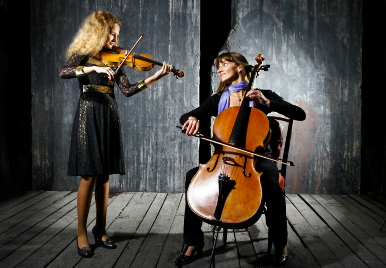 Violinist and cellist playing together