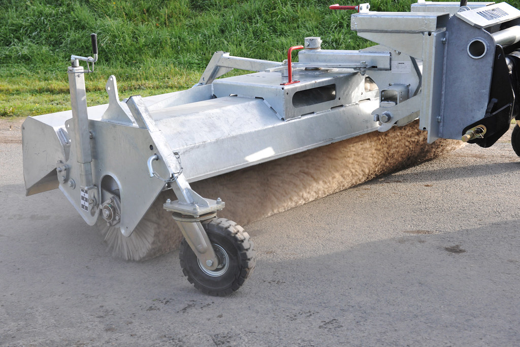 Manitou Attachment - Sweeper Collector
