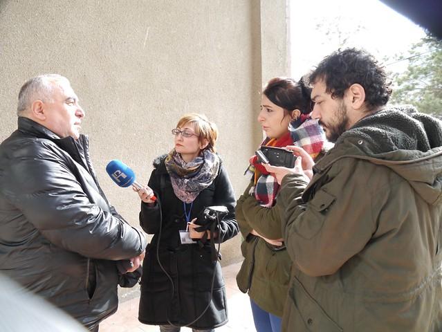 Լրագրողները զրուցում են Թեղուտի նախկին գյուղապետի հետ