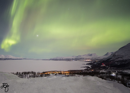 Northern Lights over Lapporten in Abisko, Kiruna.