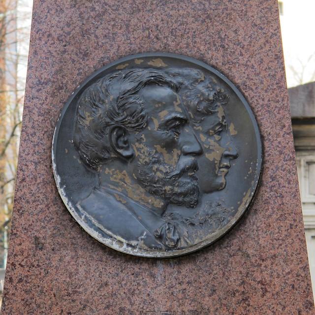 Tombe du sculpteur Auguste Bartholdi (1834-1904) - Cimetière du Montparnasse, Paris XIVe