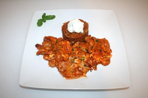 55 - Gyros bean casserole with tomato kritharaki - Served / Gyros-Bohnen-Auflauf mit Tomatenkritharaki - Serviert