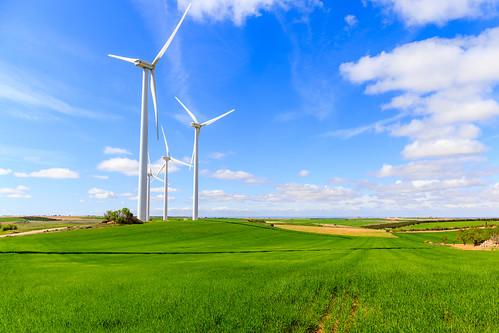 españa green windmill countryside spring spain wind molino campo windfarm cuenca castilla windgenerator greenenergy castillalamancha castille windgenerators molinodeviento energíaeolica varaderey molinoeolico