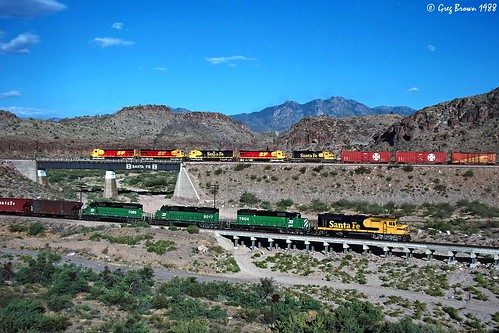 atsf santafe atchisontopekasantafe kingman kingmancanyon arizona desert route66 transcon train trains railroad railroads f45 emd ge freighttrain