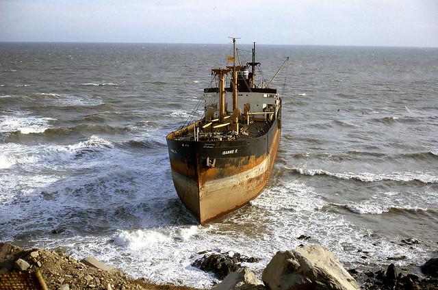 Vũng Tàu 1968 - Tàu hàng Hy Lạp IOANNIS K. bị mắc cạn ở Bãi Sau - Photo by Terry (Bluey) Williams