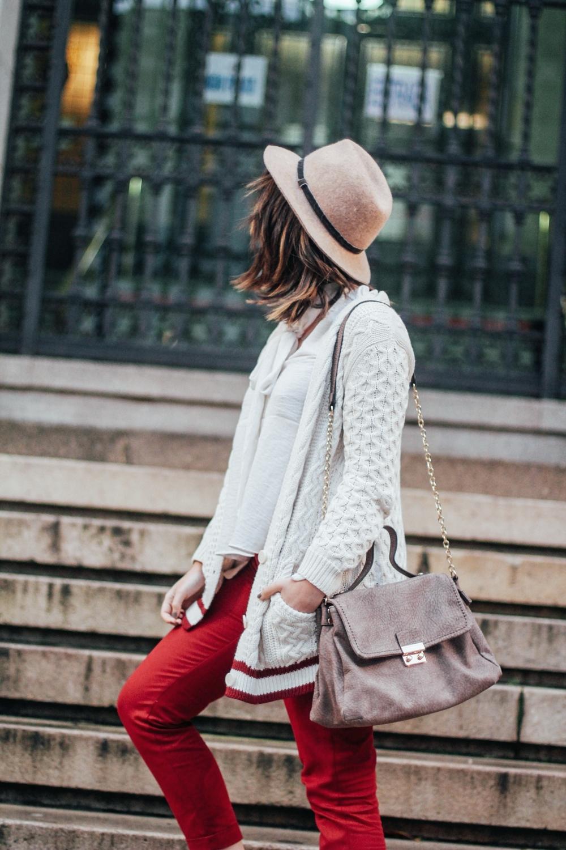 combinar unos pantalones rojos con cardigan myblueberrynightsblog