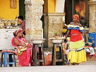Women selling fruits in traditional dress (Cartagena de Indias)