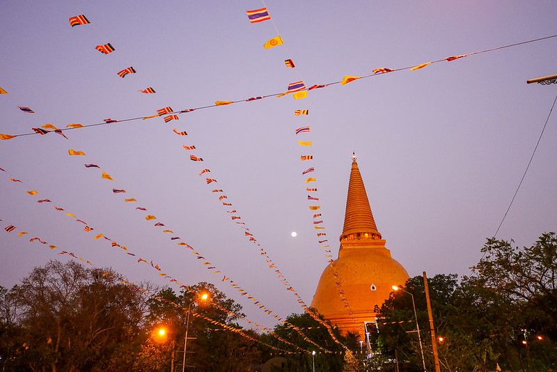 Phra Pathom Chedi_Night_Market_01