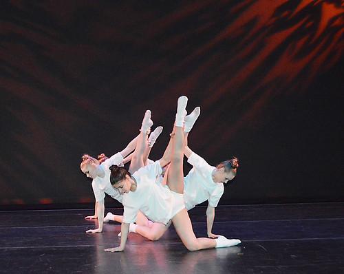 Adagé dance show
