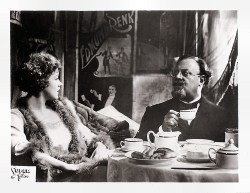 Emil Jannings and Marlene Dietrich in Der blaue Engel (1930)