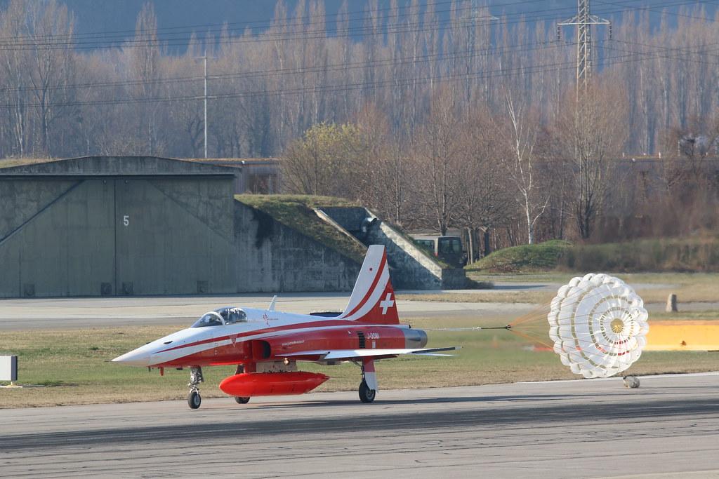 Aéroport - base aérienne de Sion (Suisse) 25833004575_b1d52aa5a0_b