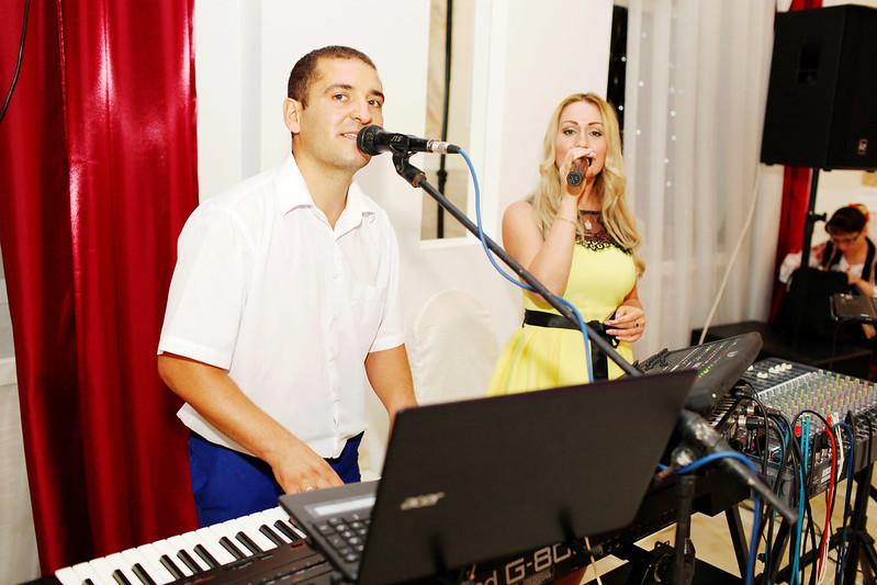 """Formaţia """"Familia Crăciun"""". Muzică de calitate + un splendid show de lumini- Cadou!!!"""