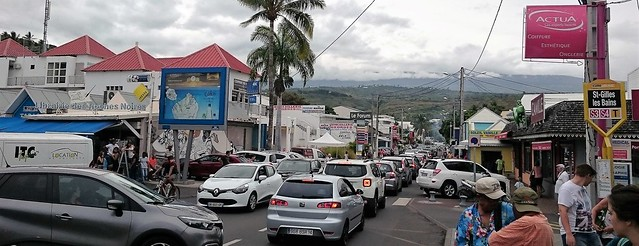 traffic in saint gilles reunion island