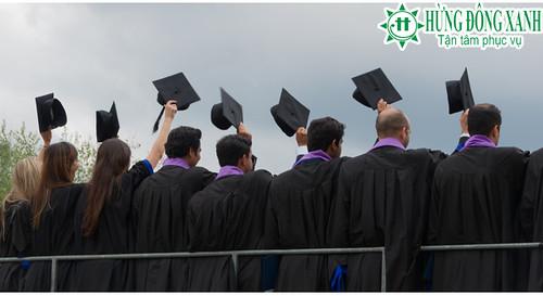 Du học sinh gốc Á và da trắng kiếm được tiền nhiều hơn từ tấm bằng MBA