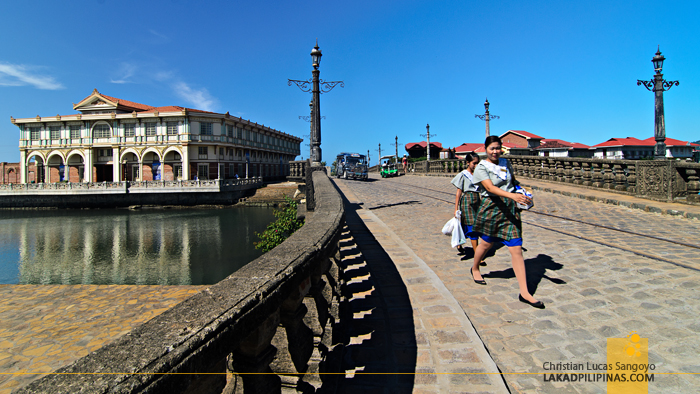 Las Casas Filipinas de Acuzar Bridge
