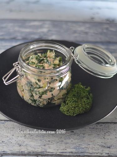 Lachs-Salat mit Grünkohl und Apfel
