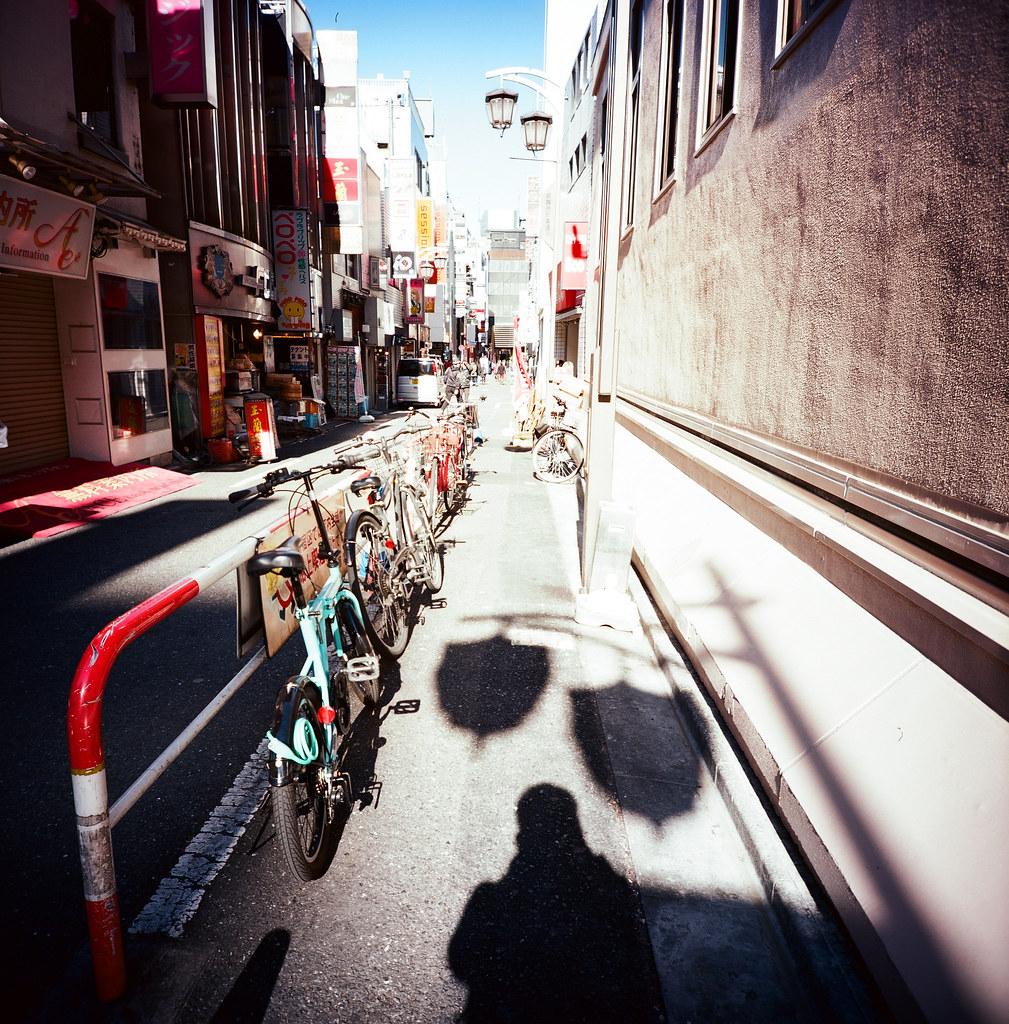 新宿 Tokyo / Kodak Pro Ektar / Lomo LC-A 120 2016/02/07 最後一天要離開日本,還是進去東京一趟,來個快速的一日遊!  Lomo LC-A 120 Kodak Pro Ektar 100 120mm 8283-0001 Photo by Toomore