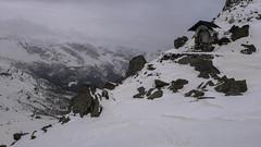 Niebezpieczny trawers w drodze do schroniska Marinelli Bombardiri 2813m i dolina Scerscen